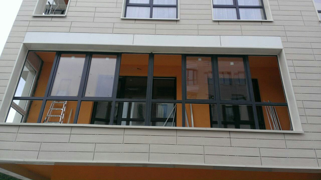 """Остекление балконов и лоджий компания """"окна-энергоресурс""""."""